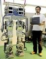 组图:日本研制新型机器人 双腿可屈膝走动