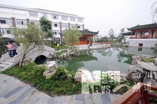 由江苏援建的绵竹土门中学园林式校园