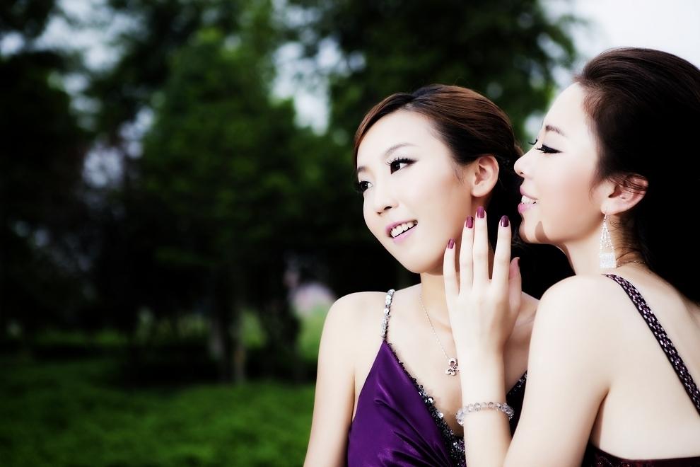 本期出境:2010亚姐大楚网赛区亚军江璐、季军张晴圆