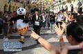 组图:澳门举行世界旅游日托盘比赛