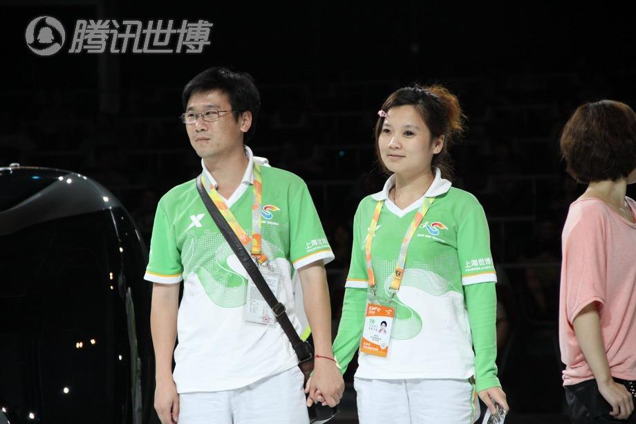 朱国祥和谢丹玲是上海世博会生命阳光馆的志愿者