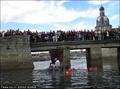 高清:法国巧克力帆船试水 边前行边清空