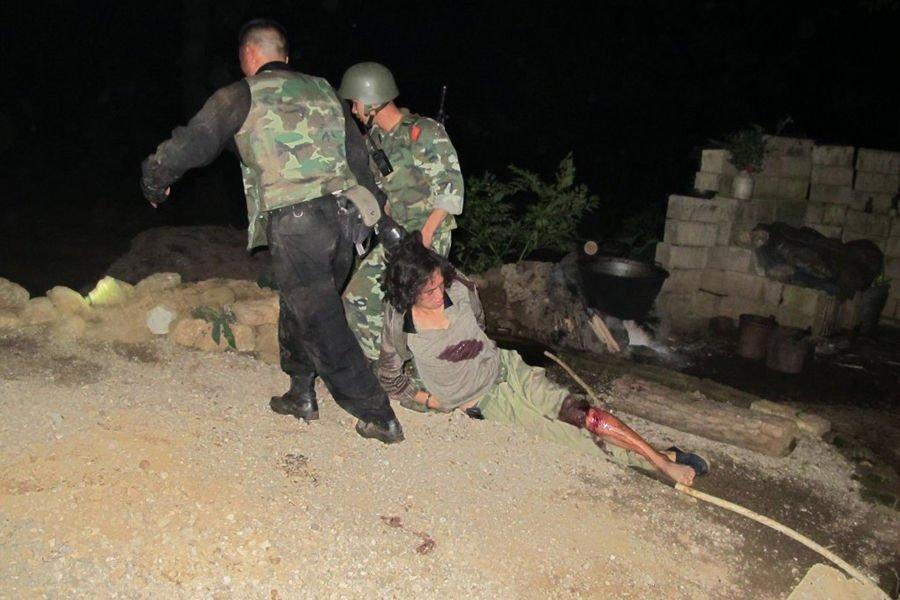 2010年9月25日凌晨,武警毕节警方抓获在逃杀人犯徐某。抓捕中,徐某用火药枪开枪拒捕,抓捕组负责人立即下令开枪,徐某身中4枪被擒。