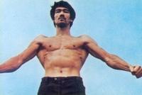 李小龙倒三角肌肉图片