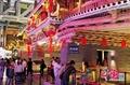 高清:上海世博会地方馆张灯结彩喜迎双节