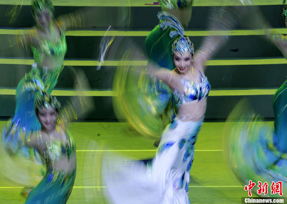 东方歌舞团的张昭依领舞《吉祥孔雀》舞蹈-中国馆日文艺晚会 异彩纷
