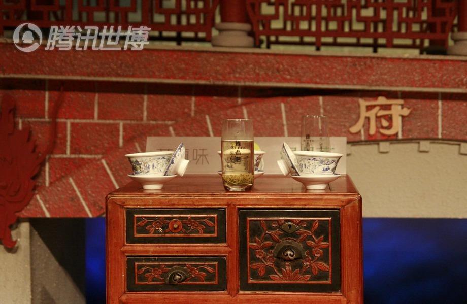 四川馆茶馆内的小茶桌