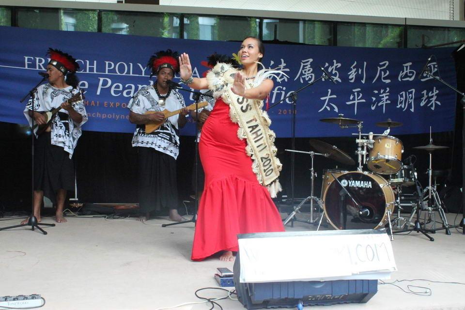 大溪地小姐盛情舞蹈 传太平洋岛屿文化
