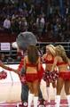 组图:火箭熊篮网狼戏耍球迷 超级扣篮是骗局