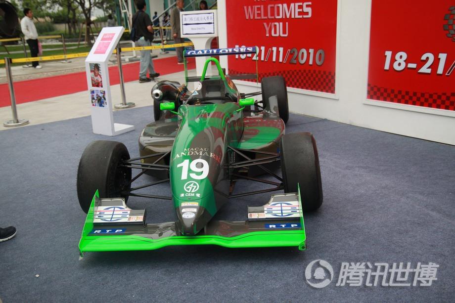 澳门格兰披治大赛车是澳门延续五十多年的一项盛事,图为澳门赛车在世博园展示