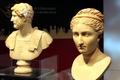 高清:意大利馆展出皇室雕像 历史近2000年