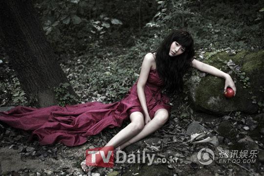 智恩变身蛊惑的白雪公主-新星吴智恩拍摄画报 变身猫女展多样魅力