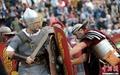 高清:意大利再现古罗马人战争场景