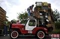 高清:哥伦比亚举行老爷车大游行 满载收获