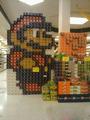 高清:超市也疯狂 售货员打造雷人商品展示