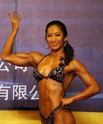 组图:中国健身总决赛 美女展健康完美身材