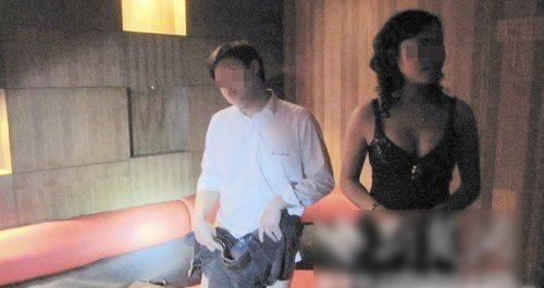 记者暗访汉口ktv夜总会裸陪性游戏曝光组图