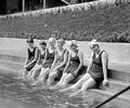 100年前的游泳装备