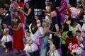 高清:世博闭幕 参展人员代表齐唱《茉莉花》