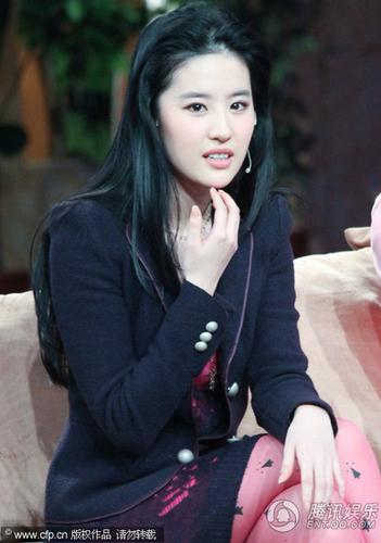刘亦菲性感图片大全_神仙姐姐刘亦菲有主儿了盘点女神的性感瞬间
