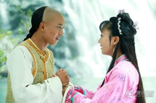 组图:新《还珠》新剧照曝光 尔康和紫薇玩亲热