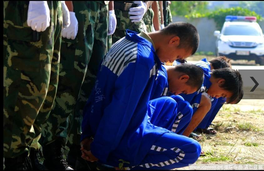 亚组织学生观看公审会 两案犯被枪决图片