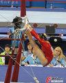 高清:亚运会体操女团决赛 体操美女展柔韧
