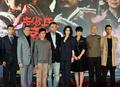 《赵氏孤儿》主演亮相 陈凯歌做好准备迎接批评