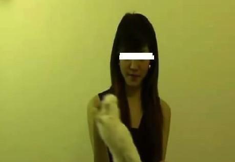 女子公布将小兔坐死视频引发网友愤怒组图