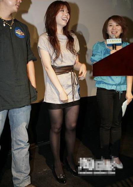 谁是最美沙发腿v沙发娱乐圈的明星控女星(图)的丝袜足美女上玉图片