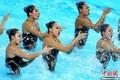 中国姑娘秀水中美腿