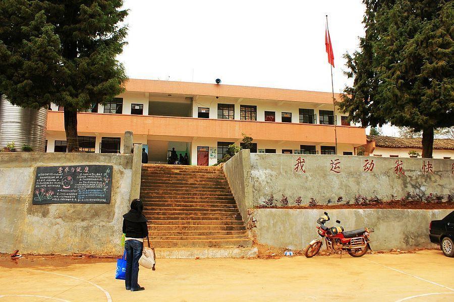 云南有哪些贫困山区_(900x600); 云南贫困山区小学; 给你我的心什么歌图片免费下载