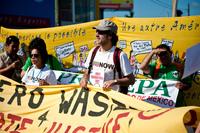坎昆现场:数千民众街头游行 呼吁各国达成协议