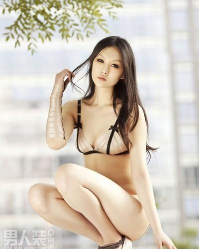 美女内衣秀全透明图正在被d的90后美女中国90后美女 竖