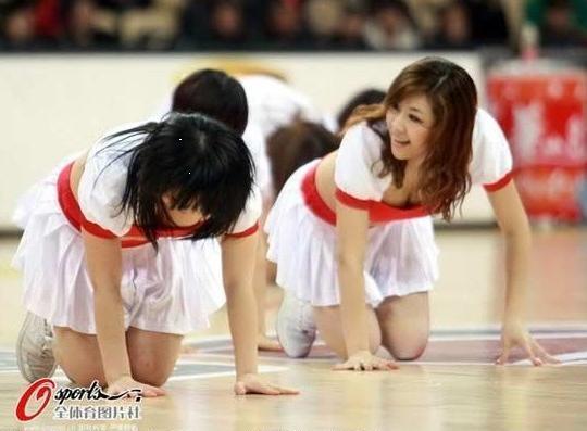 组图:校园美少女啦啦队激情热舞