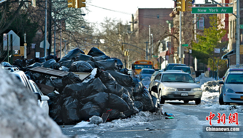 袭击导致曼哈顿街道上如今堆满了垃圾.由于街道上仍有大量未处图片