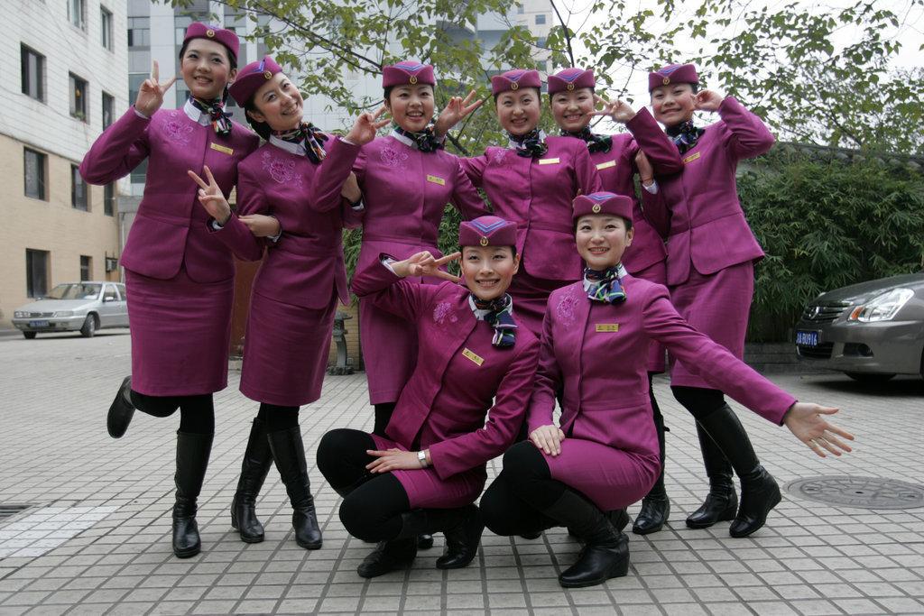 在本月11日即将开行的重庆至北京,上海的卧铺动车组上,旅客将享受航空