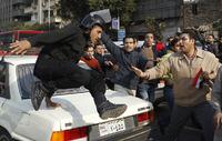 高清:埃及青年游行逼总统下台 效仿突尼斯