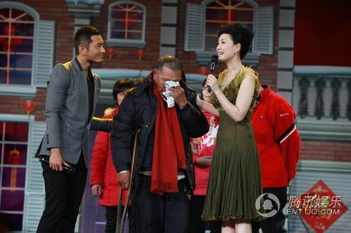 黄晓明:一双棉鞋送真情 一首《团圆》暖人心