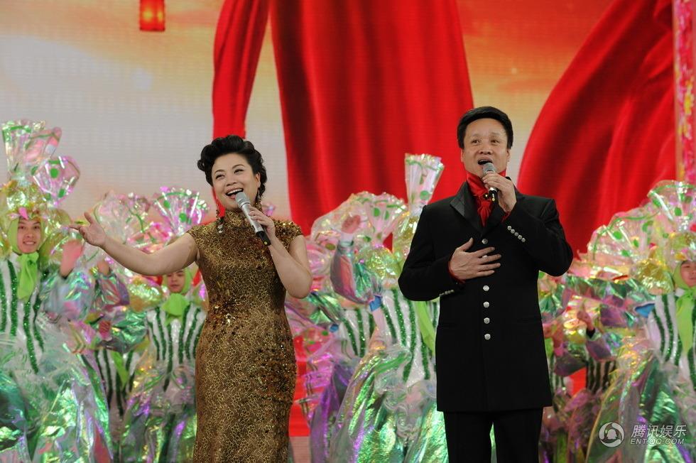歌曲《幸福赞歌》 演唱:阎维文、张也