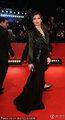 高清:女星纳丁·瓦穆斯束腰黑裙优雅高贵现身
