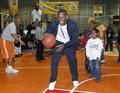 组图:直击NBA球迷嘉年华 球星变身篮球老师