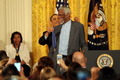组图:奥巴马为拉塞尔授勋 指环王获最高荣誉