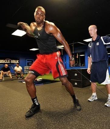 肌肉_组图:魔兽健身图曝光 魔鬼训练打造肌肉超人
