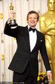 高清:科林·费斯凭《国王》封帝 后台高举奖杯