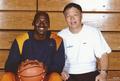 高清:张卫平腾讯微博秀老相片记录篮球足迹