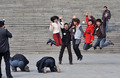 高清:政协闭幕 记者放松合影