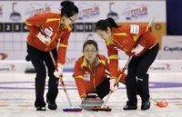 组图:冰壶世锦赛中国队5-7瑞典 连胜遭终结