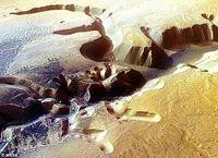 火星壮美最新组图:陨石坑疑似干涸湖泊