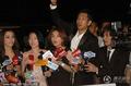 组图:小S率亲友团接待记者 与传媒分享大S婚礼